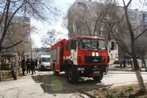 В Запорожье горела квартира в многоэтажном доме: пожар тушили 16 спасателей - ФОТО
