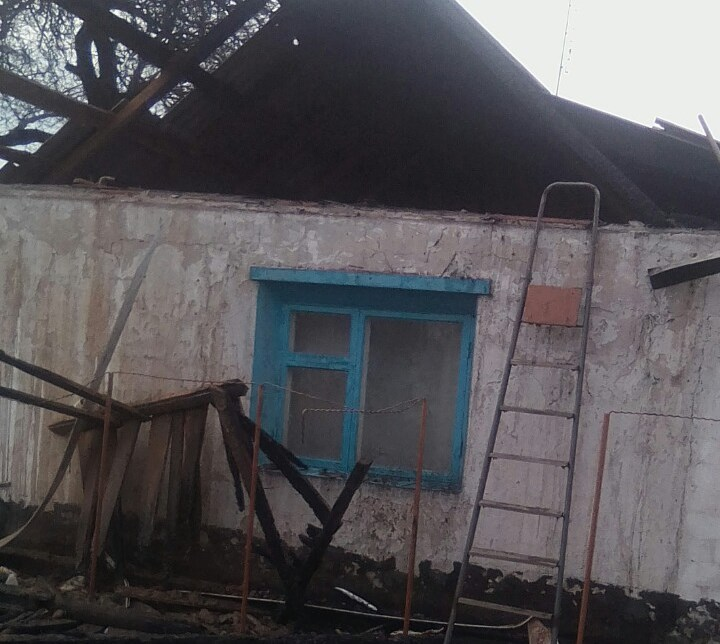 В Запорожье из-за короткого замыкания горел жилой дом - ФОТО