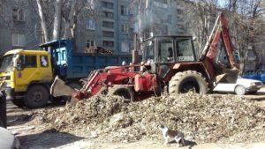 Заводской район Запорожья приводят в порядок после зимы: уже вывезли 51 тонну мусора и веток