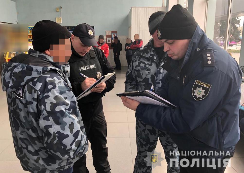 В Запорожье задержали мужчину, совершившего за 10 минут два разбойных ограбления - ФОТО, ВИДЕО