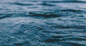 В Запорожской области водолазы второй день ищут пропавшего в море подростка