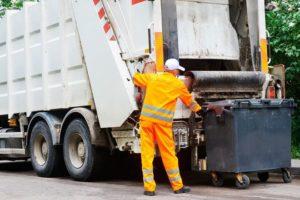 Жители Запорожья накопили долг за вывоз мусора более 40 миллионов гривен