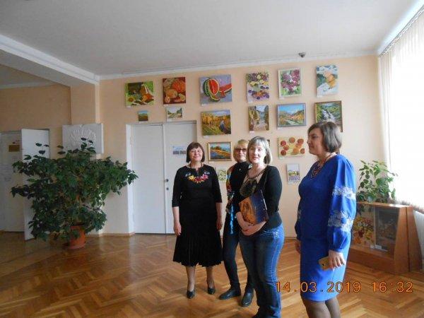 В Запорожье открылась необычная выставка «Мир глазами женщины» - ФОТО