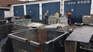 С начала года в Запорожье вандалы сожгли 31 мусорный контейнер