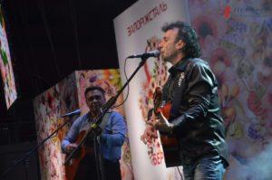 Музыка, цветы и заслуженные награды: Rico Sanchez поздравил запорожанок с 8 марта в ДС «Юность» - ФОТО, ВИДЕО