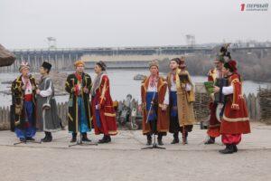 Как запорожцы отпраздновали Масленицу на Хортице - ФОТО