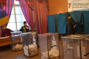 В Запорожье жители демонстрируют активное участие в избирательном процессе - ФОТО