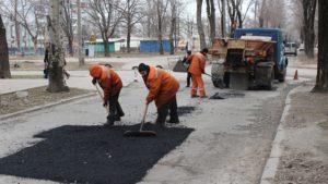 В Вознесеновском районе Запорожья ремонтируют дорогу по улице 12 Апреля - ФОТО