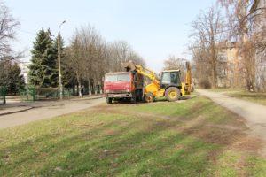 Весенняя уборка: в Шевченковском районе вывезут более тысячи тонн листвы и веток - ФОТО
