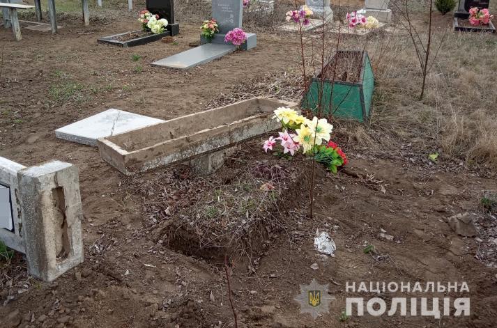 В Запорожской области задержали металлистов, орудовавших на кладбище - ФОТО