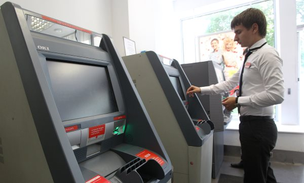 В центре Запорожья неизвестные вскрыли банкомат: полицейские проводят проверку