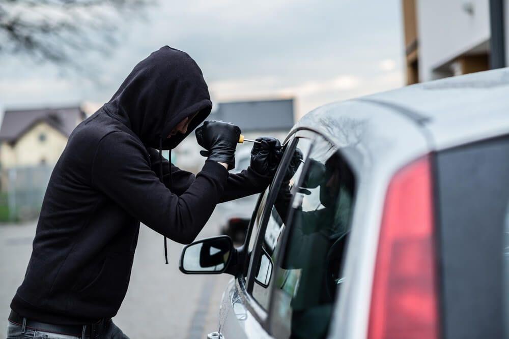 В Запорожской области злоумышленники украли из автомобиля сумку с деньгами на глазах у водителя - ВИДЕО