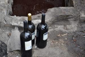В Запорожье уничтожили партию конфискованного элитного алкоголя - ФОТО, ВИДЕО