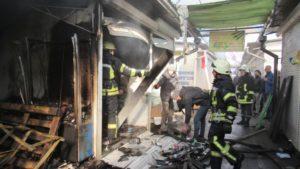 В Запорожье 32 спасателя тушили масштабный пожар на Центральном рынке - ФОТО
