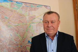 Глава Шевченковского района подарил квартиру дочери, а сам купил небольшой дом за городом