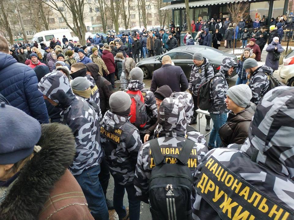 Представители нацдружин не смогли сорвать встречу Вилкула в Харькове