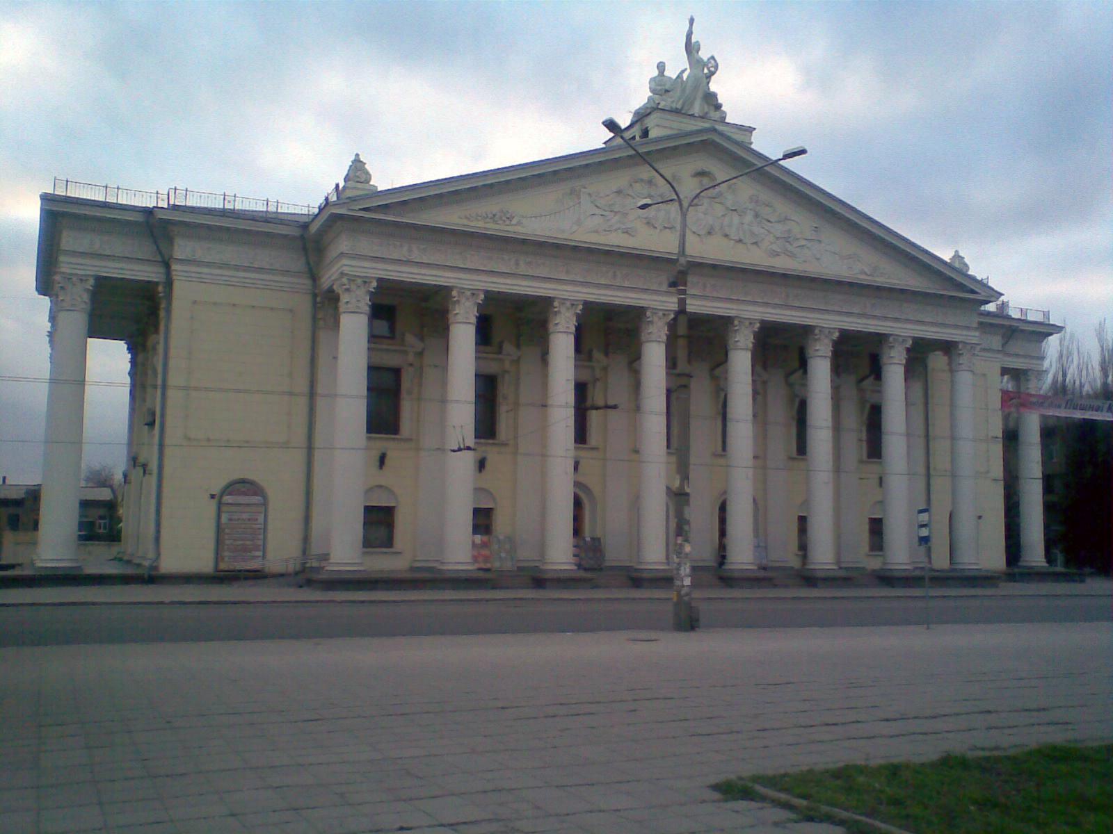 В Запорожье областной театр имени Магара отпраздновал свой 90-летний юбилей - ФОТО