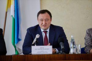 Запорожский губернатор задекларировал доход семьи в 4,3 миллиона гривен и земельное наследство супруги