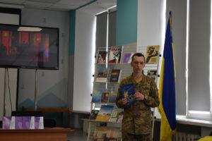 В Запорожье писатель и офицер ВСУ презентовал свой новый сборник - ФОТО