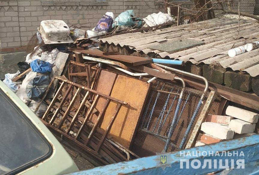 На Запорожье полицейские изъяли из нелегального пункта приема металлолома почти тонну черного металла