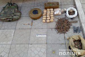 В Запорожье полицейские на летней площадке одного из кафе обнаружили тайник боеприпасов
