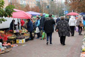 В Запорожье полицейские в очередной раз провели рейд на улицах города, чтобы наказать стихийных торговцев - ФОТО