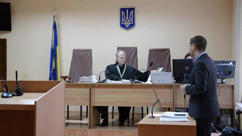 Запорожский суд продолжил рассмотрение дела в отношении судьи, получившего 15 тысяч долларов взятки