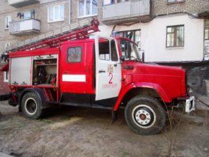 В Запорожье 12 спасателей тушили пожар в многоэтажном доме - ФОТО