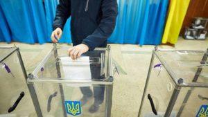 В Запорожье житель заявил, что не может проголосовать, потому что его бюллетень отдали «левому» человеку - ВИДЕО