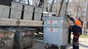 В Днепровском районе Запорожья устанавливают новые мусорные контейнеры