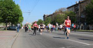 В Запорожье проходит беговой марафон, в котором приняли участие около трех тысяч человек - ФОТО