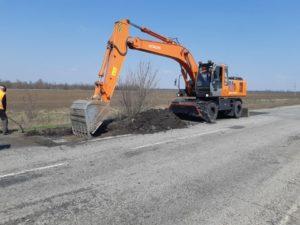 На запорожских трассах продолжается ямочный ремонт: результаты за неделю - ФОТО