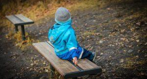 В Запорожской области мать оставила трехлетнего ребенка на пьяного родственника, который его потерял