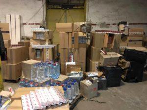 В Запорожье обыскали нелегальный склад контрабандных сигарет: стоимость изъятого составила 2 миллиона гривен - ФОТО