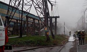 В Запорожье 32 спасателя тушили масштабный пожар с трансформатором в Заводском районе города – ФОТО