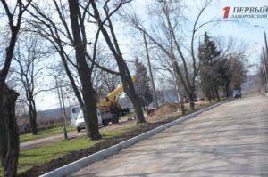 В Запорожье за окончание реконструкции пешеходной части Маяковского подрядчикам заплатят еще 2,8 миллиона гривен