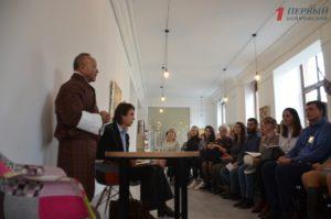 В Запорожье экс-министр Королевства Бутан рассказал, как создать «зеленую школу» и обучить детей счастью - ФОТО