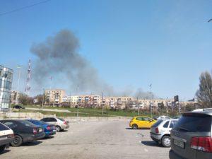 В Запорожье горел камыш: поднялся столб черного дыма - ФОТО, ВИДЕО