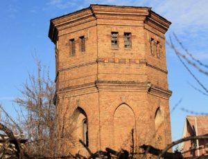 В Запорожье суд наложил арест на водонапорную башню и запретил проводить здесь строительные работы