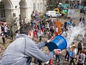 В Украине сегодня отмечают Поливальный понедельник