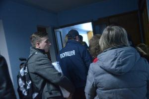 На Запорожье 352 полицейских обеспечивают порядок во время подсчета голосов
