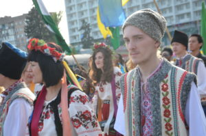 В Запорожье несколько сотен христиан приняли участие в пасхальном шествии по проспекту Соборному – ФОТО, ВИДЕО
