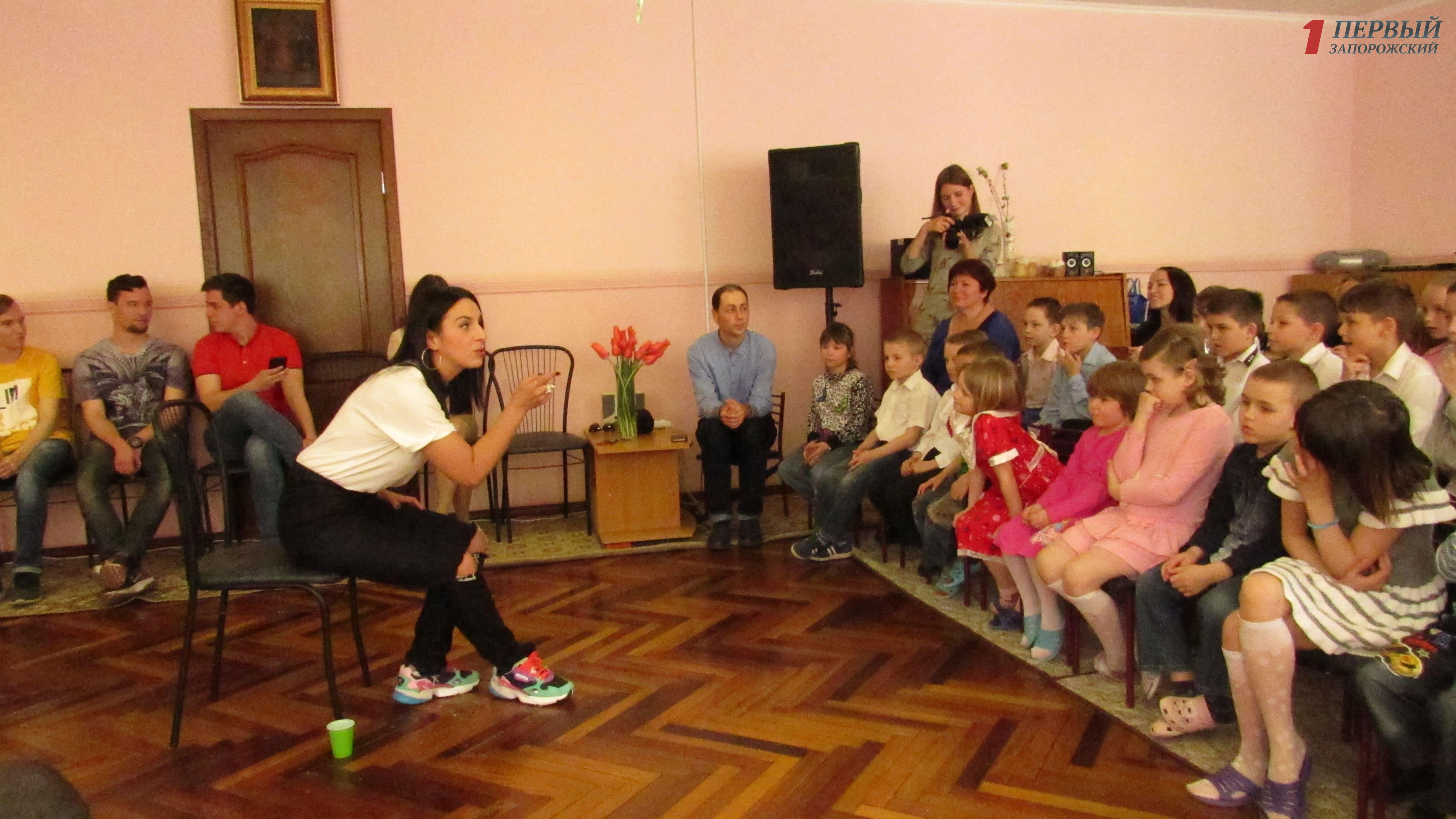 После выступления на фестивале певица Джамала посетила в Запорожье детский приют – ФОТО, ВИДЕО