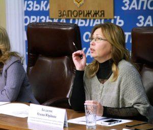 Депутат Запорожского облсовета купила два участка земли в Бердянске, а ее супруг получил в подарок 150 тысяч гривен и сменил авто