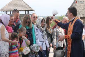 Освящение пасок, «Лава на лаву» и ярмарка мастеров: в Запорожье провели «Великдень на Хортиці» – ФОТО
