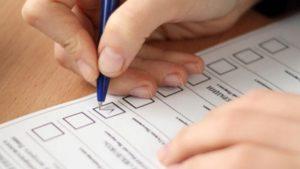 Житель Запорожской области был пойман, когда пытался вынести бюллетень за территорию избирательной комиссии