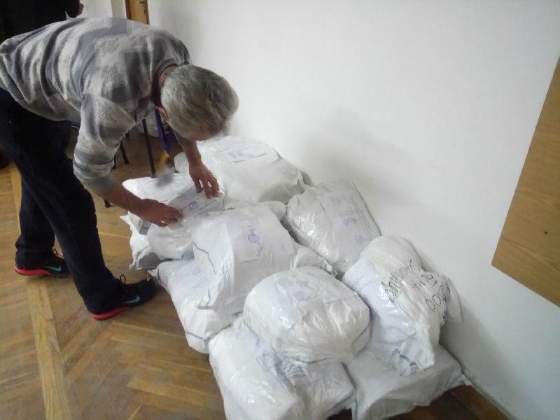Огромные очереди, и неправильно заполненные протоколы: как в Запорожье проходит подсчет голосов - ФОТО