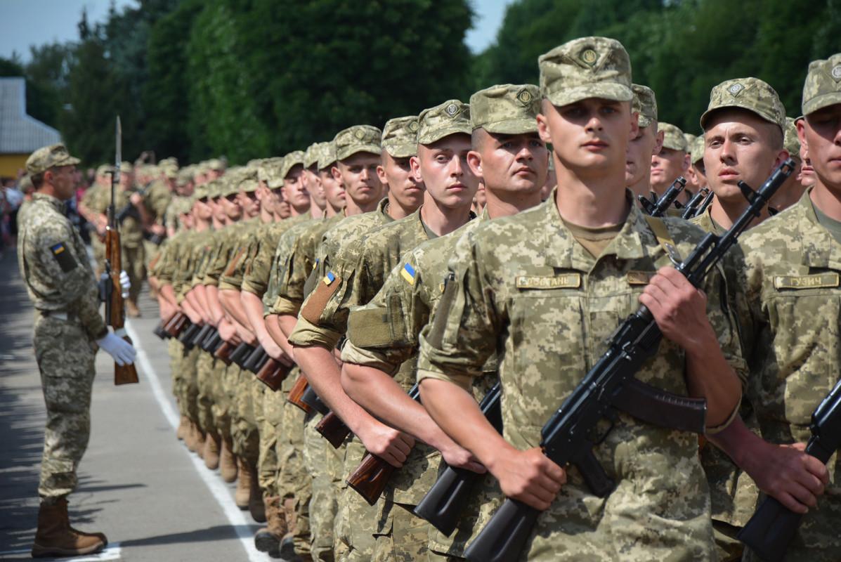 Из Запорожской области на срочную службу в армию планируют отправить почти 800 человек