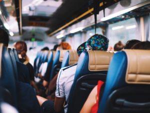 В Запорожье пассажир маршрутки под угрозой расправы украл у людей деньги