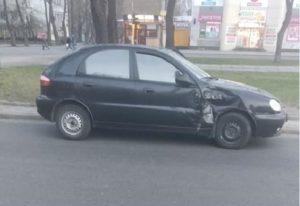 В Запорожье водитель легковушки не уступил дорогу междугороднему автобусу и спровоцировал ДТП
